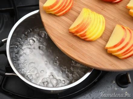 Слойки с яблоками «Розочки» — 3 шаг