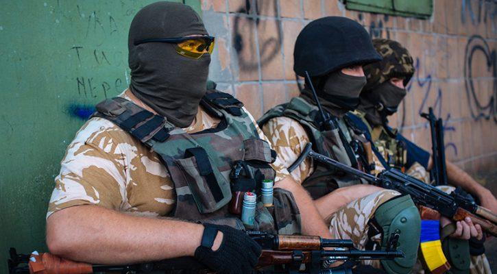 Под дулами автоматов: Боевики АТО провели «референдум», чтобы легализовать захват храма Московского Патриархата