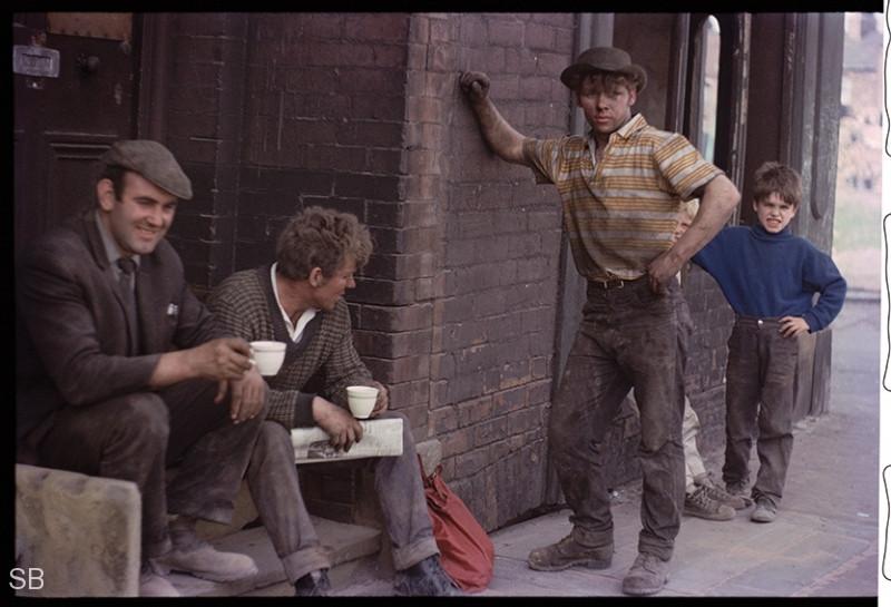 Обаяние трущоб Манчестера в фотографиях Ширли Бейкер 1960-х годов 33
