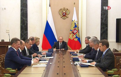 Путин обсудил с Совбезом встречу с Трампом и ЧМ