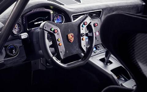 Porsche не откажется от руля и педалей, а BMW от двигателей внутреннего сгорания