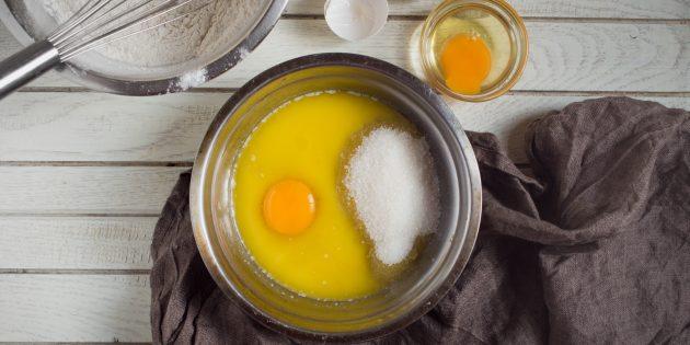 бисквитные батончики: яйца и сахар