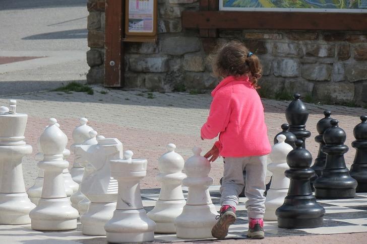 Мама была в шоке, когда дочка обматерила ее за игрой в шахматы