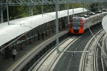 В Москве элекропоезд травмировал человека