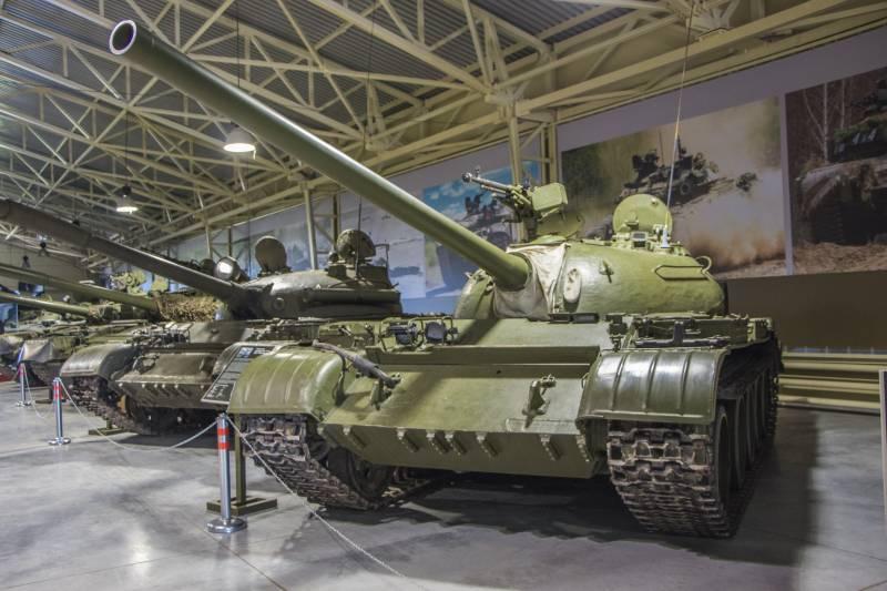 Рассказы об оружии. Танк Т-54 снаружи и внутри