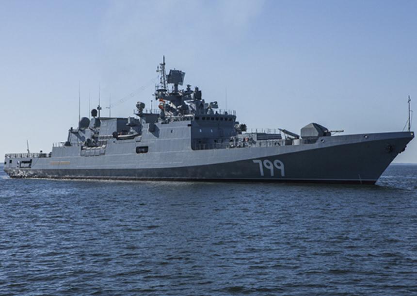 ВМФ РФ пополнился новым боевым фрегатом: Андреевский флаг подняли на третьем судне проекта 11356