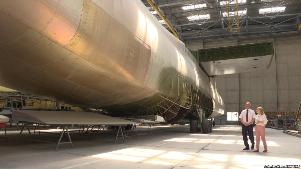"""Недостроенный самолет Ан-225, близнец легендарной """"Мрии"""", находится в ангаре ожидая завершения сборки уже 29 лет"""
