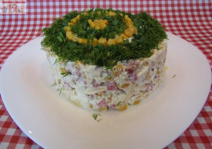 Салат с копченой колбасой и кукурузой Салат, Видео рецепт, Кулинария, Видео
