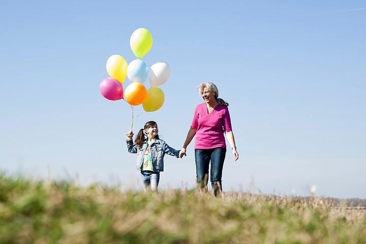Роль бабушек и дедушек в воспитании детей: чему старшее поколение может научить внуков