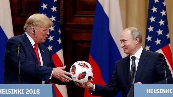 Путин дарит Трампу голову Клинтон