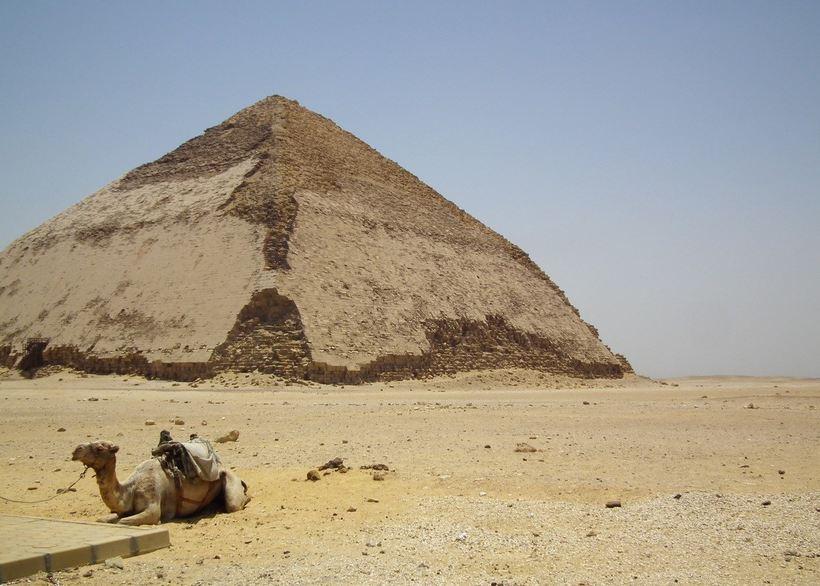 Малоизвестная «ломаная» египетская пирамида в Дахшуре