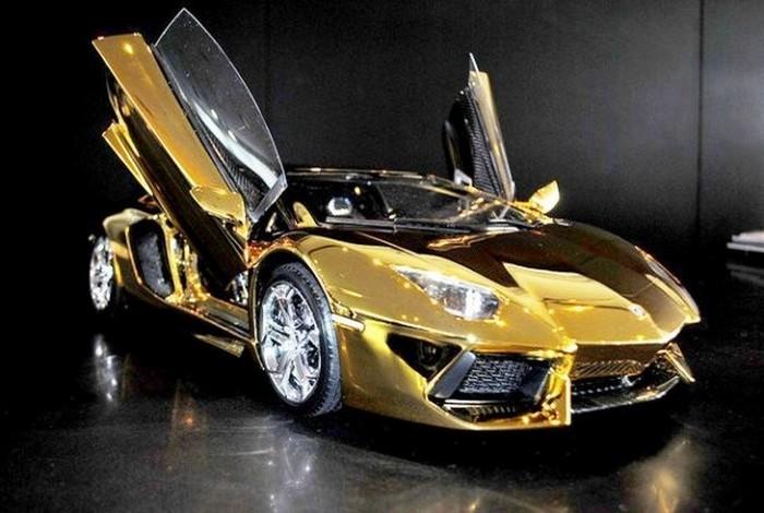 Модель автомобиля Lamborghini Aventador.