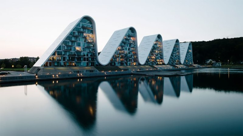 Удивительные волнообразные многоквартирные дома в Дании.
