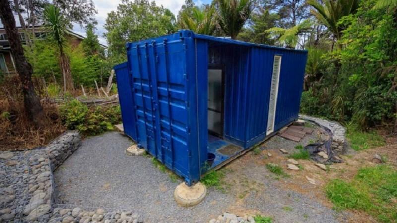 Эта женщина живёт в грузовом контейнере площадью 10 кв. м. Только взгляните что там внутри!