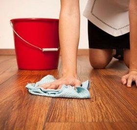 Как правильно вымыть ламинат, чтобы не осталось белых разводов