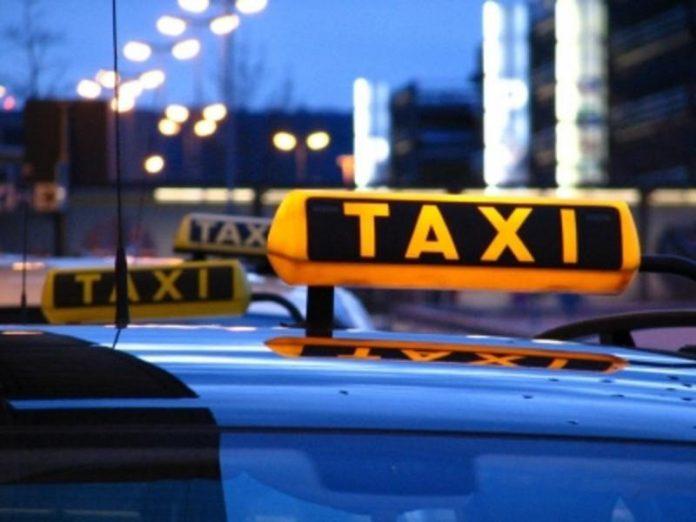 Этот таксист уже собирался у…