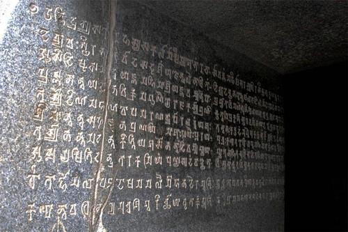 Индия: Загадочные пещеры Барабар
