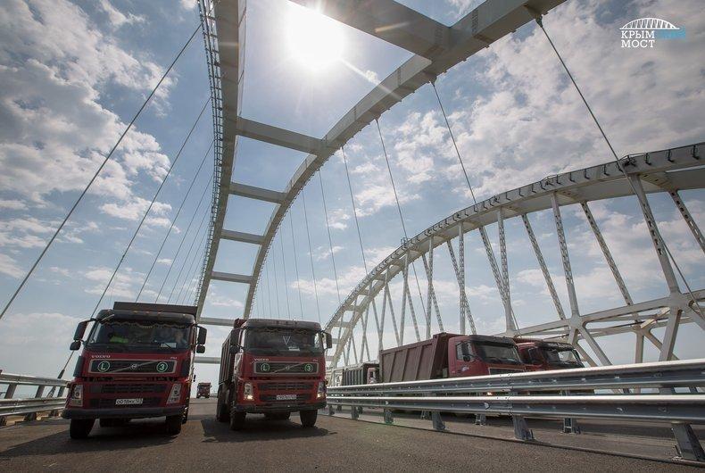 Стало известно, сколько автомобилей проехали по Крымскому мосту с момента его открытия