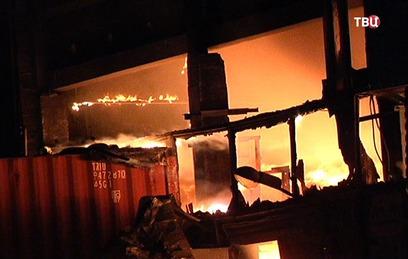 Крупный пожар на севере Москвы потушен. Видео