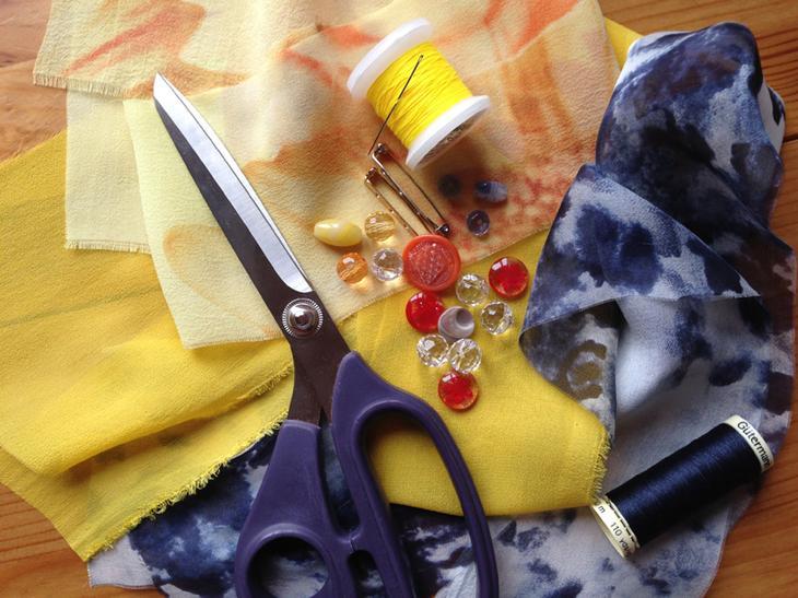 Как сделать брошь-цветок своими руками из остатков ткани – быстро, красиво и просто
