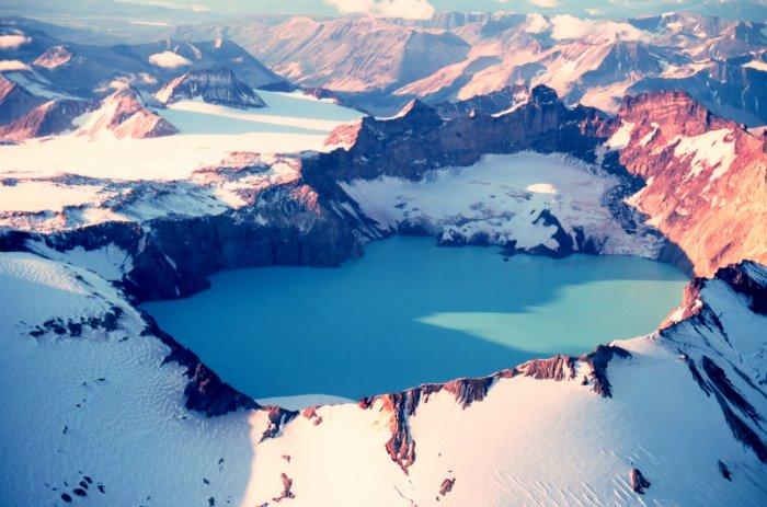 Кратерное озеро вулкана Катмай, Аляска, США.