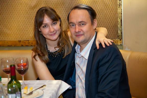 Пока люди гибнут на незарегистрированных  дамбах, дочка владельца прииска веселится в Лондоне