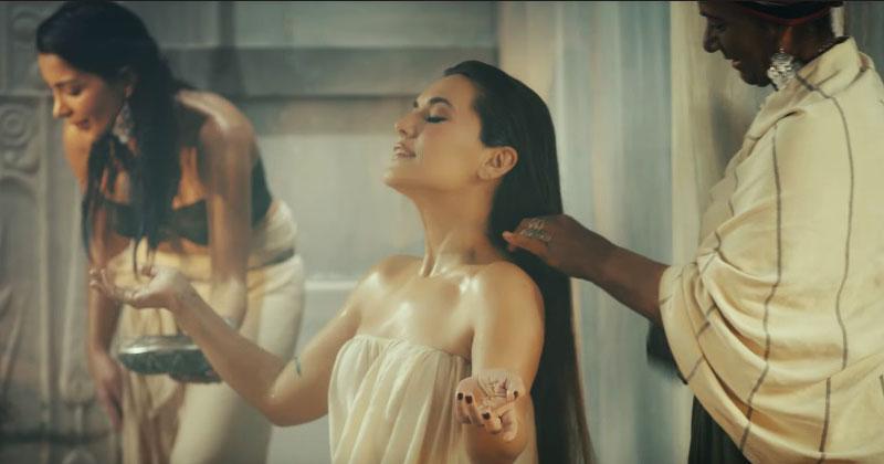 Турецкая певица представила новый клип, который вызвал бурные обсуждения. В Сети уже 39 000 000 просмотров!