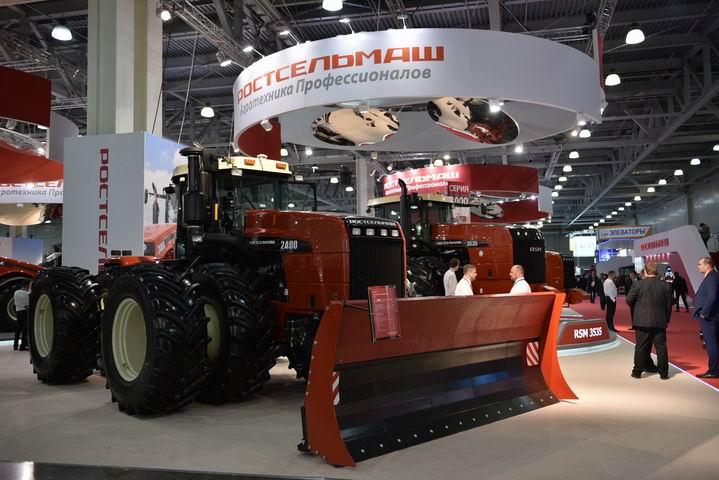 Ростсельмаш запустил в серийное производство новый трактор RSM 2400