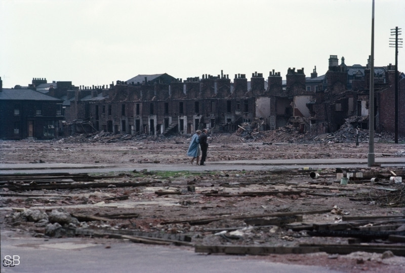 Обаяние трущоб Манчестера в фотографиях Ширли Бейкер 1960-х годов 35