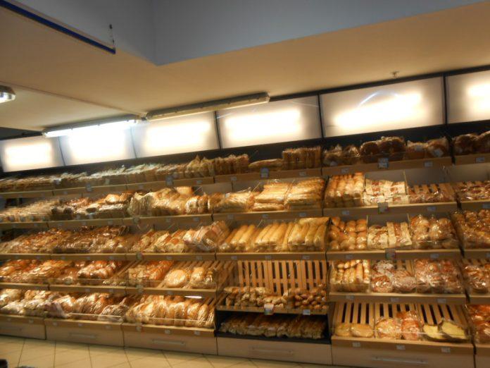 Продавщица хлеба носила очен…
