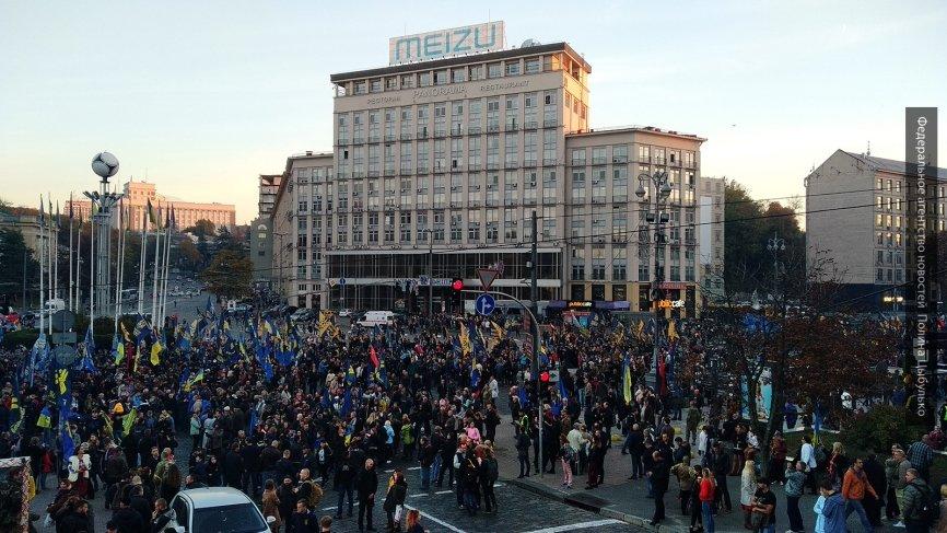 Полиция задержала десятки человек у Киево-Печерской лавры в Киеве