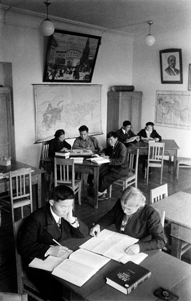 Хакассия. Колхозная школа