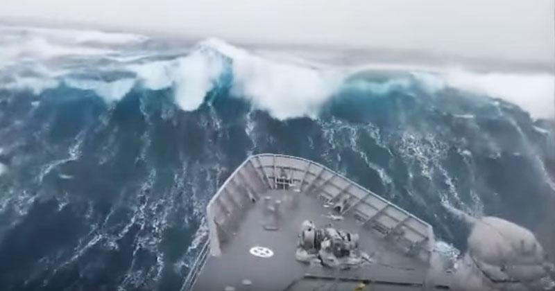 Волны, которые поразили Сеть. Это самый крупный шторм, снятый на видео!