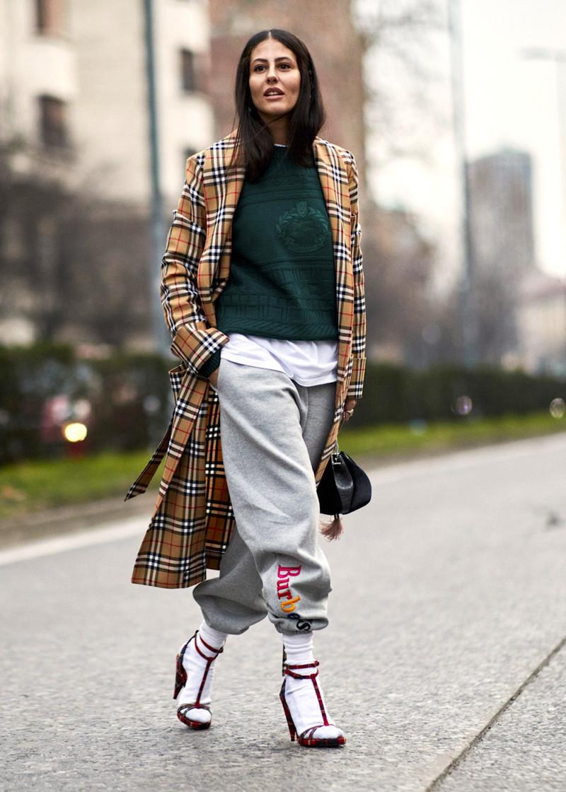 df35f614805 ... Недели моды раньше всех примерили самые горячие тенденции сезона осень–зима  2018 2019. Смотрим и вдохновляемcя. Streetstyle Milan