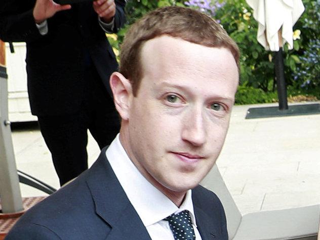 Цукерберг обошел Баффета в списке миллиардеров Bloomberg