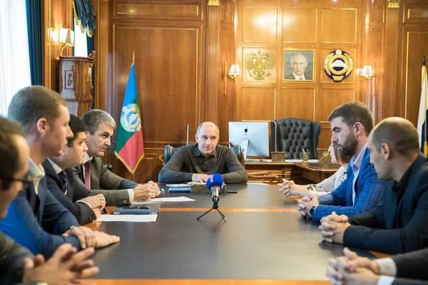 Глава Карачаево-Черкесии Рашид Темрезов встретился с представителями активной молодежи