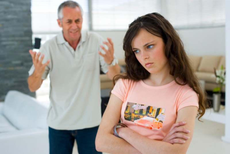 Внебрачная, шестнадцатилетняя ошибка молодости пришла знакомиться с отцом. «Привет папочка – не ждал?»