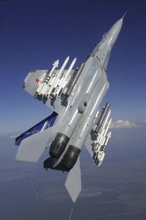 Изоляция гонит иностранцев в Россию (Страна-бензоколонка атакует 73)!