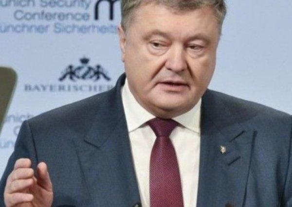 Порошенко хочет, чтобы российский флаг запретили во всем мире