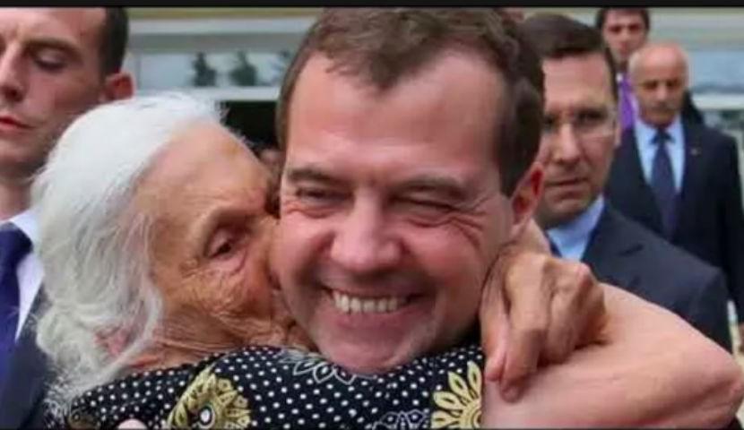 Медведев вспомнил про пенсию…