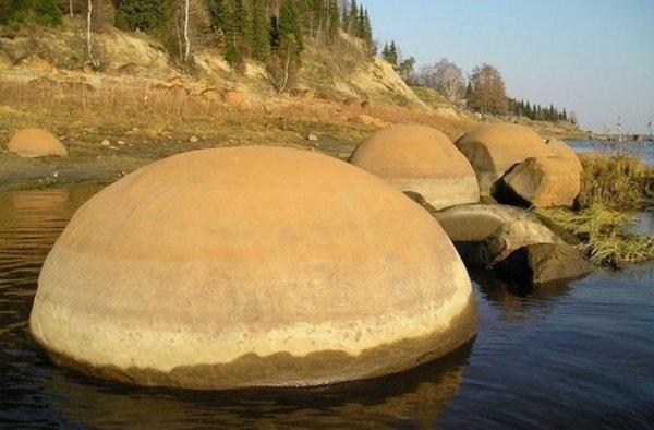 Огромные камни, тайна острова Чамп