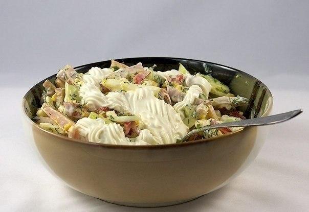 Главное в любом салате — сочетание ингредиентов. Салат с яйцом и ветчиной — лучший выбор