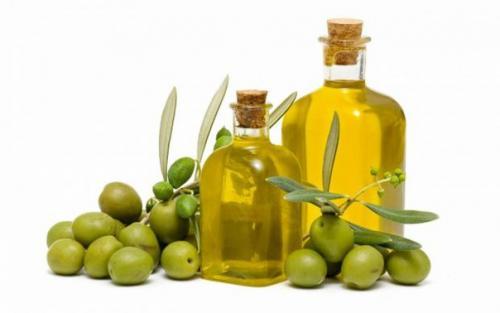 Оливковое масло — полезное для женщин.