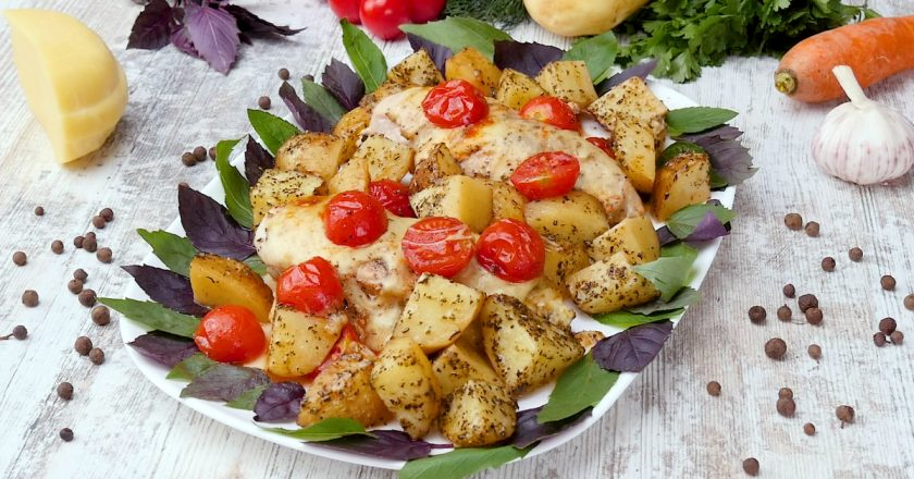 Куриные грудки с картофелем и помидорами: и в пир, и в мир