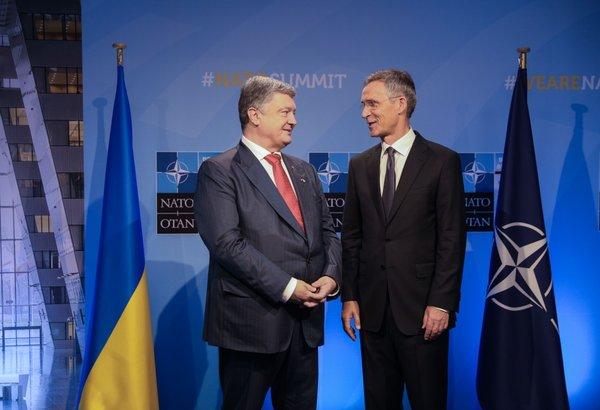 Порошенко и Столтенберг на саммите НАТО разговаривали с пустым залом