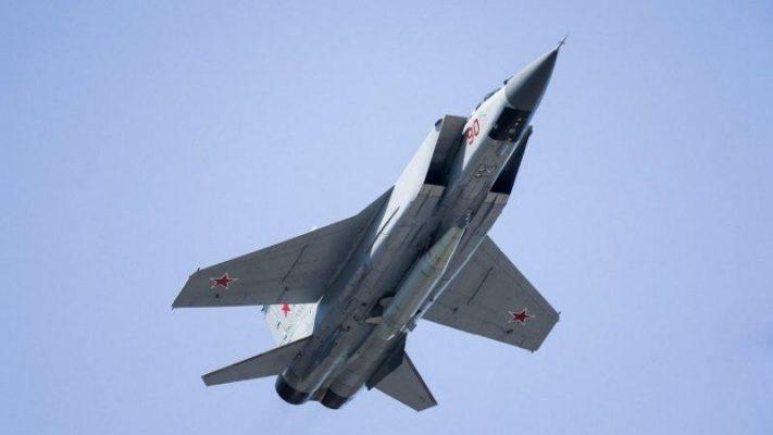 Удар «Кинжалом»: Минобороны опубликовало видео запуска гиперзвуковых ракет с МиГ-31 и Ту-22М3