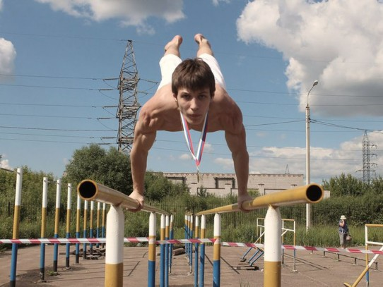 «Уличные» упражнения помогают укрепить мускулатуру, развить гибкость, выносливость, значительно улучшить физическую подготовку.
