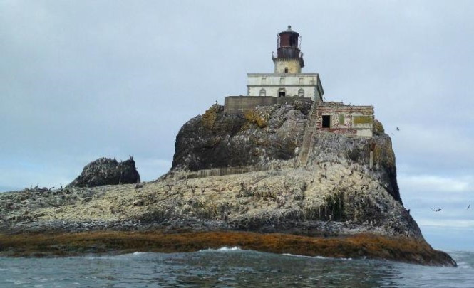 Проклятый маяк на скале Тилламук