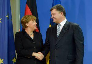 Визит Меркель в Киев начался со встречи с Порошенко