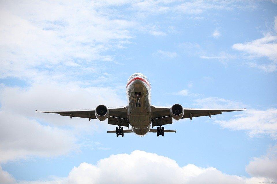 Пассажирский самолет Ан-24 мог попасть под обстрел в воздухе